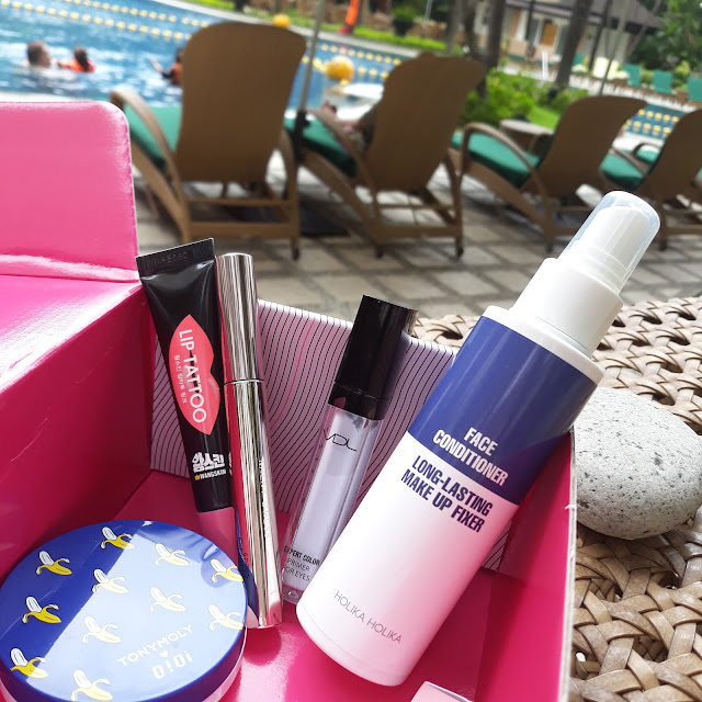 For just Php 1,100 we get all these 5 waterproof goodies in the box with free delivery. The original price is Php 5,050 so it's 78% OFF. Such big savings! For that cost, it's like I just bought one cushion in a local shop here and everything it came with was free haha!