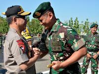 Pangdivif 2 Kostrad Dampingi Panglima TNI dan Kapolri Tinjau Posko Terpadu di Tol Ngawi