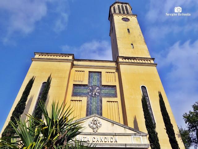 Perspectiva inferior da fachada da Paróquia Santa Cândida - Vila Santa Eulália - São Paulo