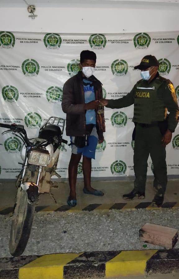 https://www.notasrosas.com/Policía Guajira decomisó 141 kilos de carne de res, recuperó un camión y una motocicleta en Manaure y Uribia