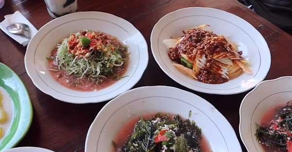 Bali dikenal memiliki deretan pantai cantik yang memanjakan mata Penikmat Kuliner, Ini Dia 3 Makanan Unik Khas Bali yang Siap Menggoyang Lidah