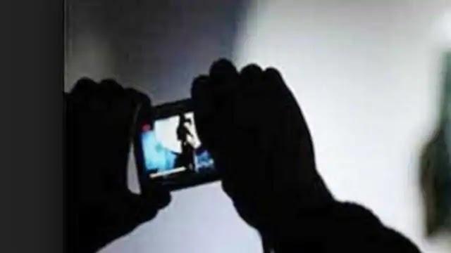 पोर्न फिल्में शूट करने वाला डायरेक्टर गुजरात से गिरफ्तार, अभिनेत्री भी पुलिस के हत्थे चढ़ी