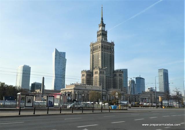 el Palacio de la Ciencia y Cultura en Varsovia