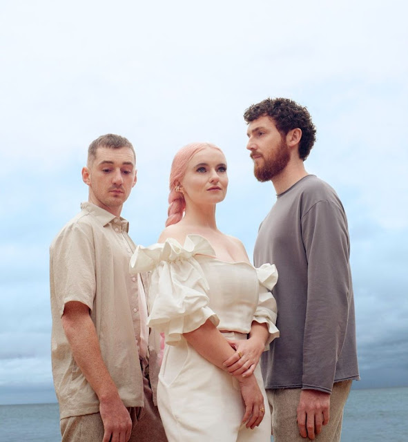 [MUSIC] CLEAN BANDIT & MARBEL ft. 24KGOLDN - TICK TOCK