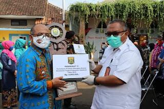 Tinjau Kegiatan di Kecamatan Kebonpedes, Bupati Sukabumi Serahkan Piagam Lomba Sinergitas Kecamatan