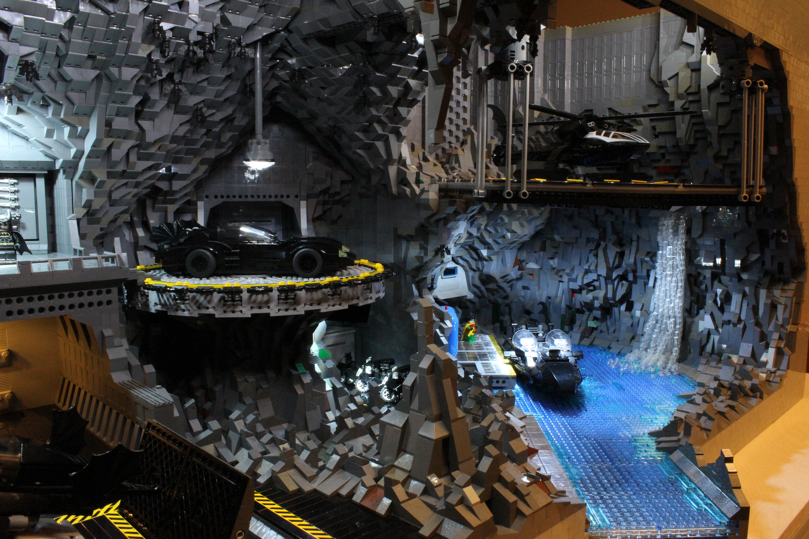welovetoys: Making Batcave out of LEGO!