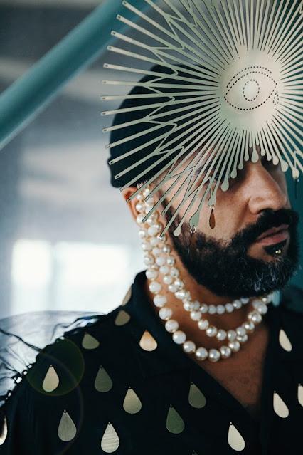 """AURUS fait son retour et présente son nouvel EP dont sont extraits deux clips flamboyants """"Mean World Syndrome"""" et """"Scalp"""""""