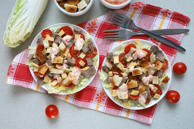 Salad with Beijing cabbage and crackers a la Caesar