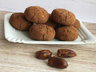 Ciasteczka daktylowe z wiórkami kokosowymi