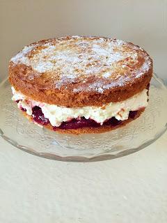 themessykitchenuk.blogspot.co.uk/2017/09/victoria-sponge-cake.html