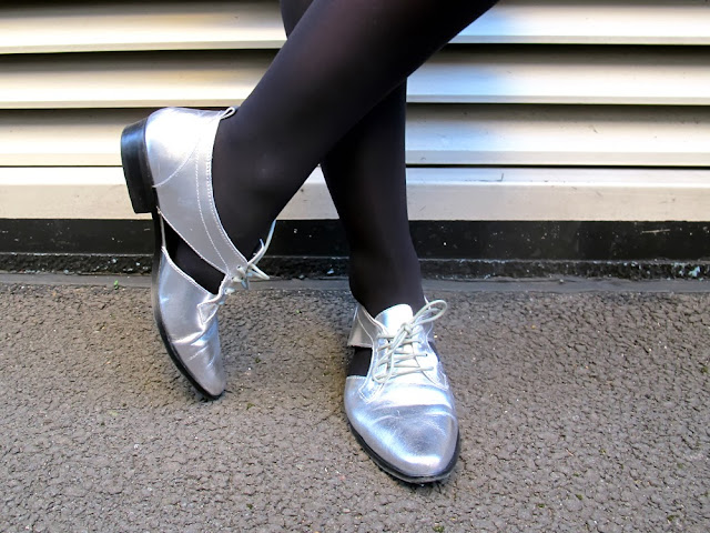 metallic leather cut out flat shoes by Pull & Bear