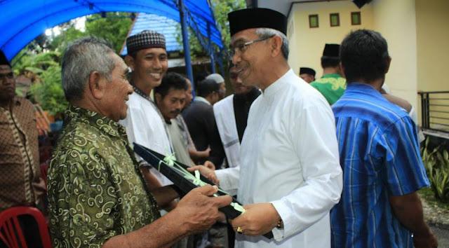 Husler Bagikan Motor Dinas kepada Kepala Dusun di Lutim
