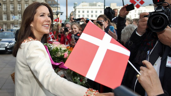 Crown Prince Frederik and Crown Princess Mary of Denmark arrives at the city hall of Hamburg, Germany