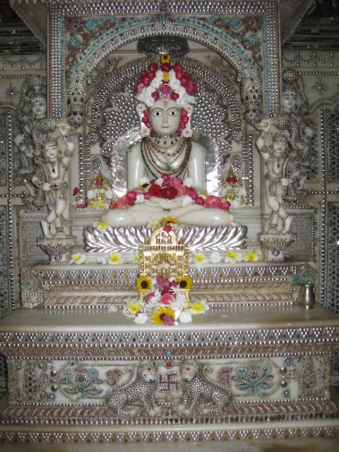 Sri Sheetalnath Swami, The Tenth  Jain Teerthankara at Parasnath temple, Kolkata