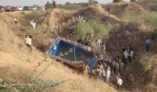 mini-truck-accident-11-died-itava