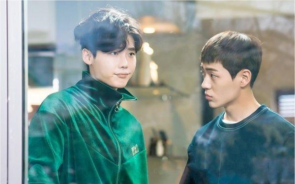 《當你沉睡時》李鍾碩新劇照 與皮諾丘哥哥再搭檔兄弟角色