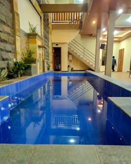villa kolam renang kapasitas banyak
