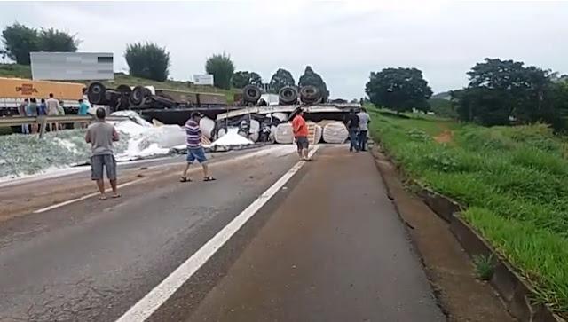 Acidente na Fernão Dias interdita rodovia em Três Corações-MG - Foto/reprodução: Alô Alô Cidade