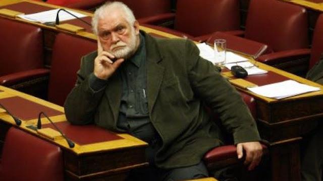 Τα... μαζεύει ο Καζάκος για τους «προδότες» νέους Έλληνες που μεταναστεύουν [Βίντεο]