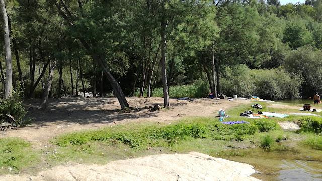 Zona balnear não vigiada na margem do Rio