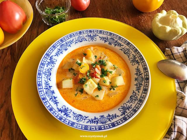 Niskowęglowodanowa zupa curry z patisonami i letnimi pomidorami