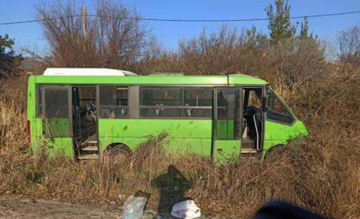 Ένας νεκρός και τρεις τραυματίες σε σύγκρουση αυτοκινήτου με λεωφορείο της αστυνομίας