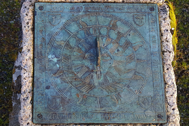 A sundial with a (de-)motivational inscription...