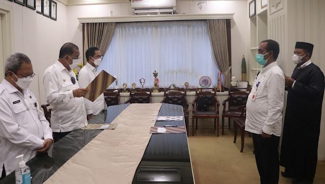 Richard Louhenapessy Lantik Fahmi Salatalohy Sebagai Asisten II Kota Ambon.lelemuku.com.jpg