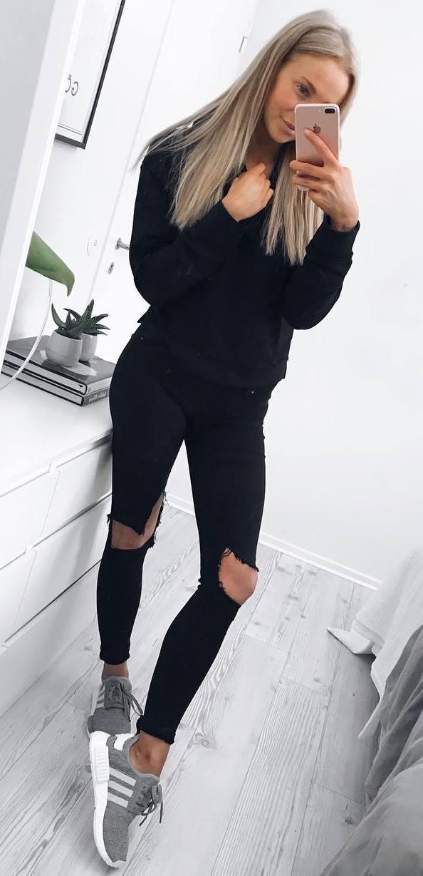 spring outfit idea / sweatshirt + skinnies + sneakers