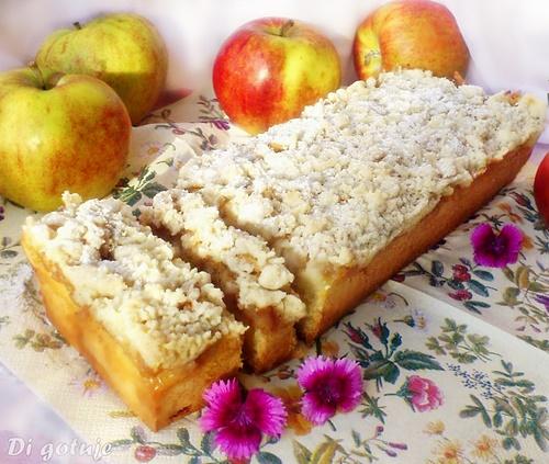 Ciasto na maślance z jabłkami i kruszonką