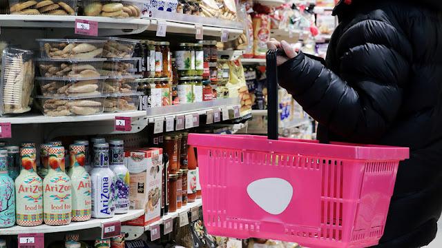 """""""Vivimos en un conflicto enorme de intereses"""": cómo se oculta el peligro real de lo que consumimos diariamente"""