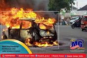 Mobil Yang Ditumpangi Staf Bawaslu Jatim Ludes Terbakar di Jember