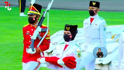 Hafiz Habibullah yang saat ini tercatat sebagai siswa kels XI TKJ SMK Muhammadiyah 1 Pandaan terpilih sebagai anggota Paskibraka yang bertugas di Istana Merdeka, Jakarta 17 Agustus 2021.