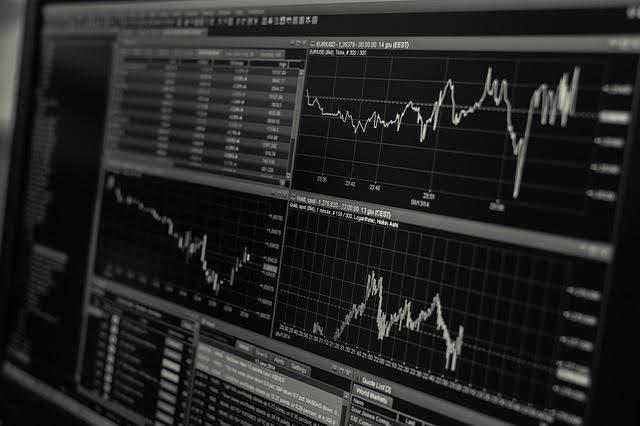 Quais as corretoras de valores com as menores taxas de corretagem e com corretagem zero? Veja uma tabela atualizada comparando seus custos para diversas operações.