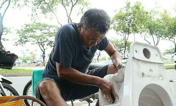 Wipe the slate clean: Saigoneer gives dumped toilets new start