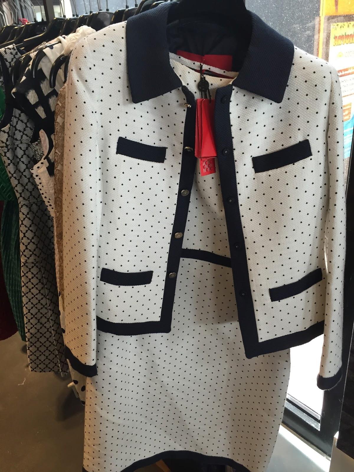 Preço do casaco com 60% desc  R  970,00. Preço do vestido com 60% desc  R   1.140,00 190f52ad92