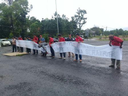 Pendemo Desak Pemkab PALI Ukur Ulang Lahan PT GBS