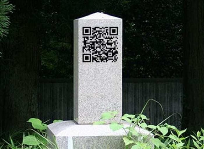 A QR code on gravestone allows the dead to be identified | Graves in Japan have QR Code to be scanned, giving all the information of the dead