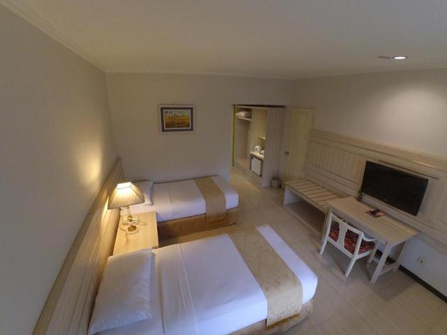 kamar hotel queen garden di purwokerto
