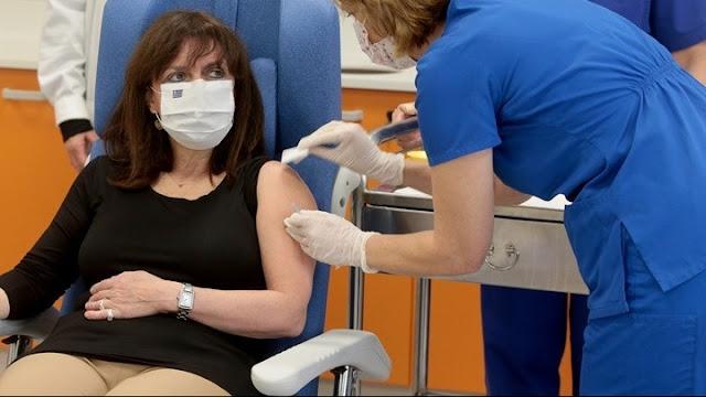 Εμβολιάστηκαν η Πρόεδρος της Δημοκρατίας, ο Πρωθυπουργός και η πρώτη νοσηλεύτρια (βίντεο)