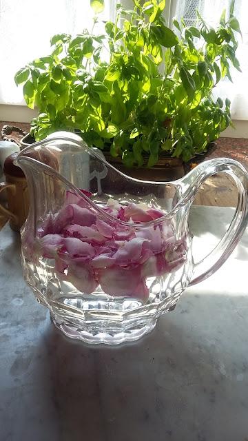 Woda różana i cynamonowa
