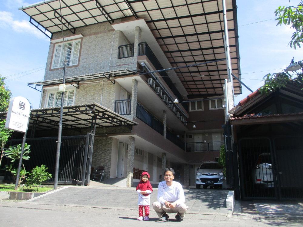 Penampakan depan Grand Kebonsari Guest House & Homestay Syariah Surabaya