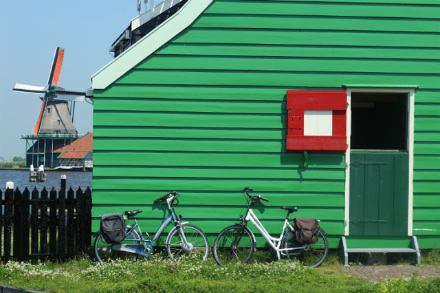 http://www.passportandtoothbrush.com/2015/07/the-windmills-at-zaanse-schans.html