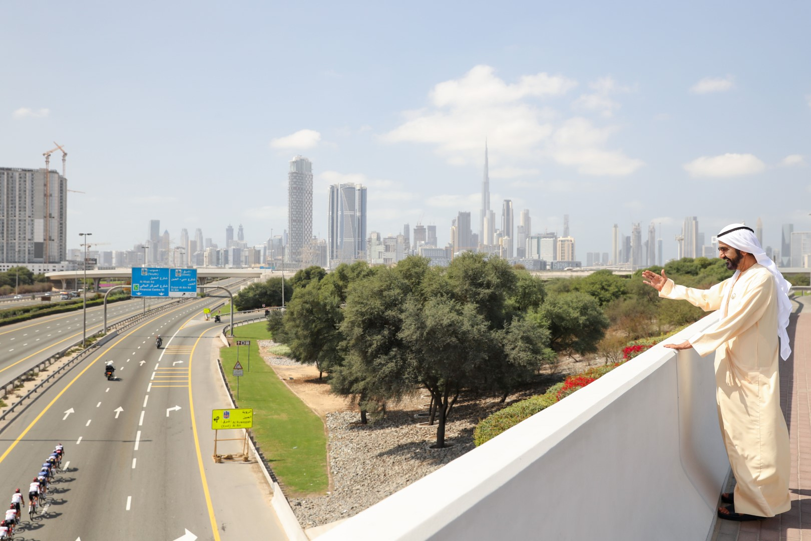 Mohammed bin Rashid watches Dubai Stage of UAE Tour