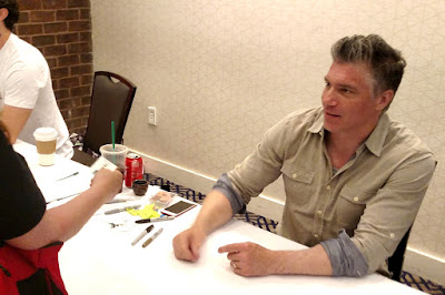 Anson Mount (Captain Pike - Star Trek Discovery) interacting with a fan