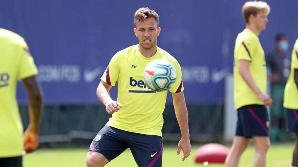 """Arthur Melo trở lại Barcelona để """"xé"""" hợp đồng"""