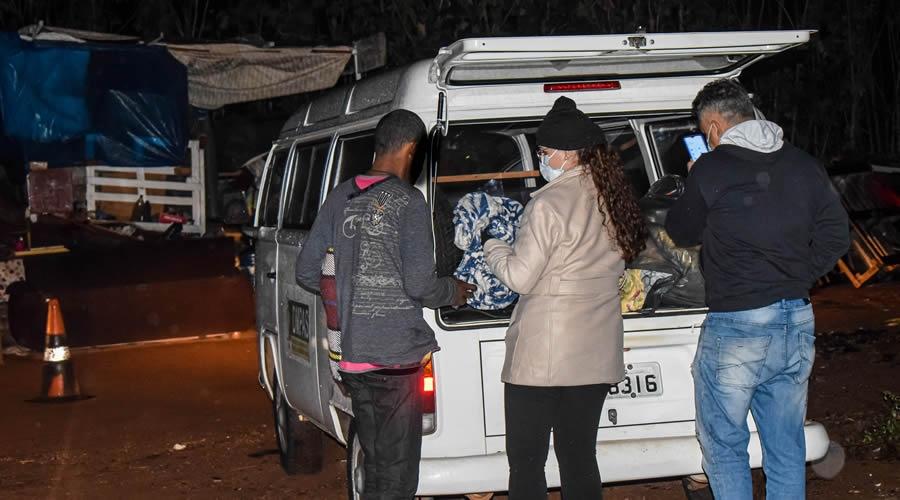 Prefeitura de Bebedouro entrega cobertores e agasalhos para pessoas em situação de rua