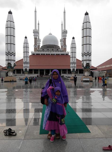 Masjid Agung Jawa Tengah Terkenal di Jawa Tengah yang telah Syifa Kunjungi