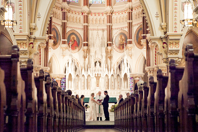 Saiba quais são os documentos exigidos para que você e seu noivo se casem na igreja católica