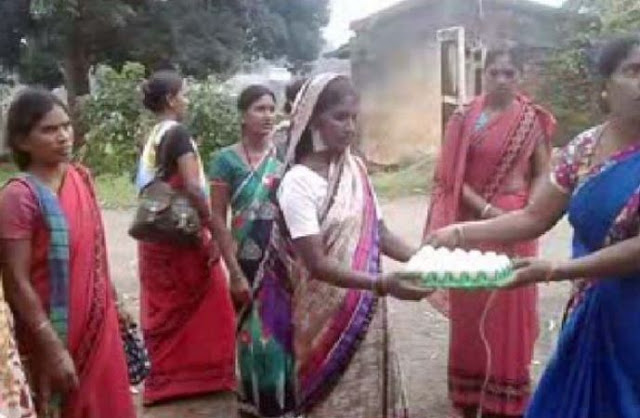 यहां महिलाएं डूबी हैं अंधविश्वास में, इस कारण फेंकती हैं मंदिर में अंडे